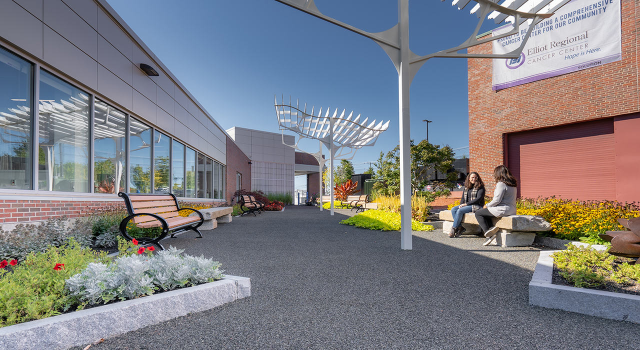 Elliot Hospital, Solinsky Center for Cancer Care at The Elliot | Manchester, NH; Photographer David Pires; exterior photograph of healing gardens