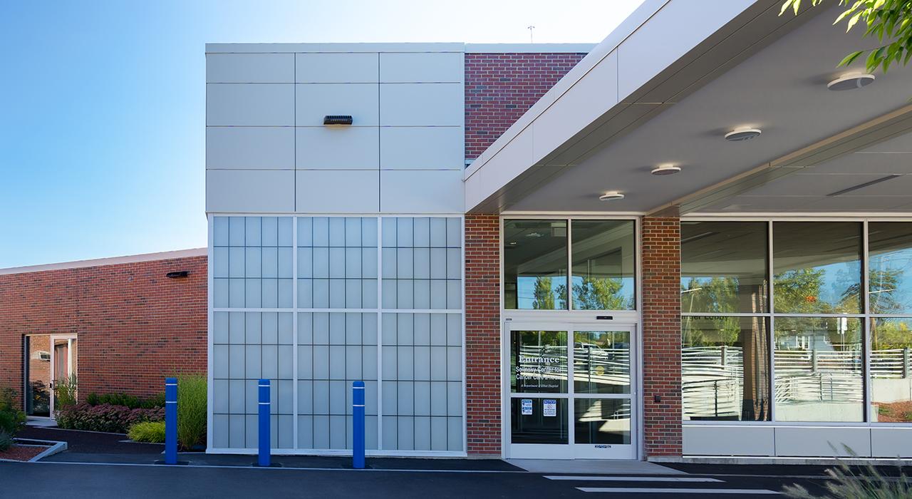 Elliot Hospital, Solinsky Center for Cancer Care at The Elliot | Manchester, NH; Photographer David Pires; exterior photograph of entrance